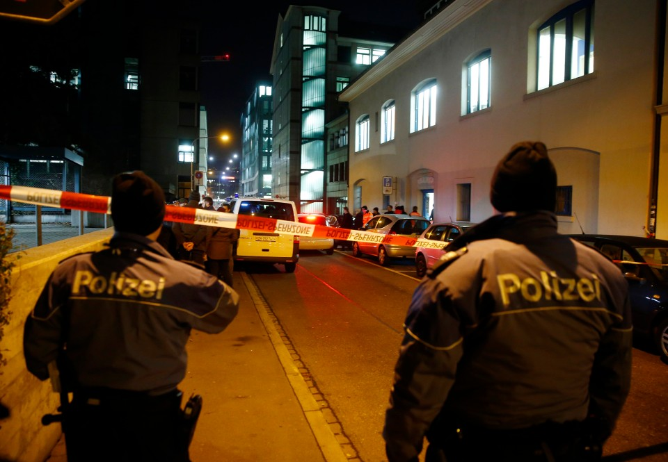 Police stand outside an Islamic center in central Zurich, Switzerland December 19, 2016. REUTERS/Arnd Wiegmann  - RTX2VPK4